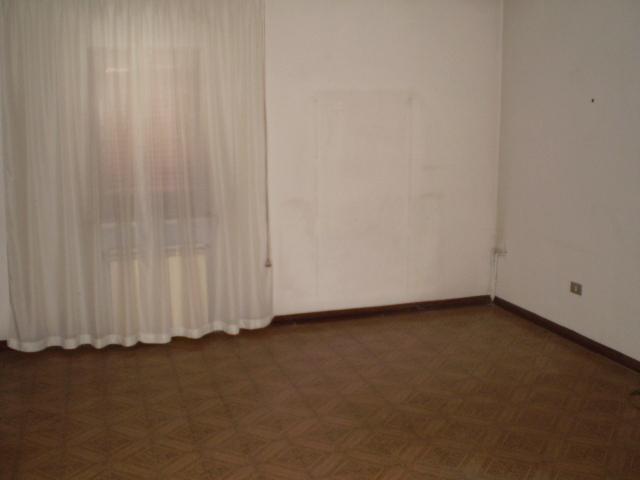 Casa indipendente in vendita a frassineto po agenzie for Piani di casa con portico secondo piano