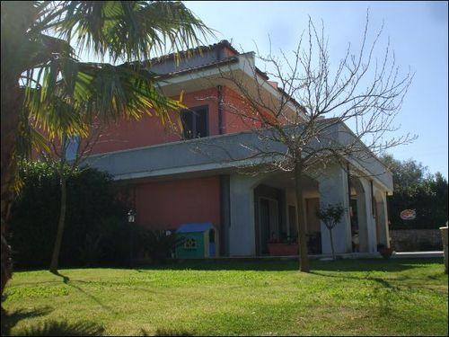 Villa Tri-Quadrifamiliare in Vendita a Palazzolo Acreide
