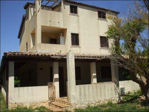 Villa Tri-Quadrifamiliare in Vendita a Canicattini Bagni