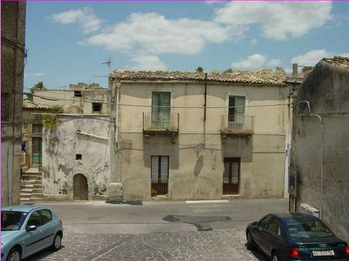Palazzo / Stabile in vendita a Palazzolo Acreide, 9 locali, prezzo € 39.000 | Cambio Casa.it