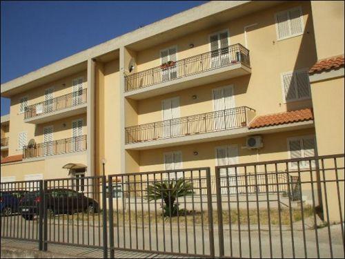 Appartamento in vendita a Floridia, 4 locali, prezzo € 115.000 | Cambio Casa.it