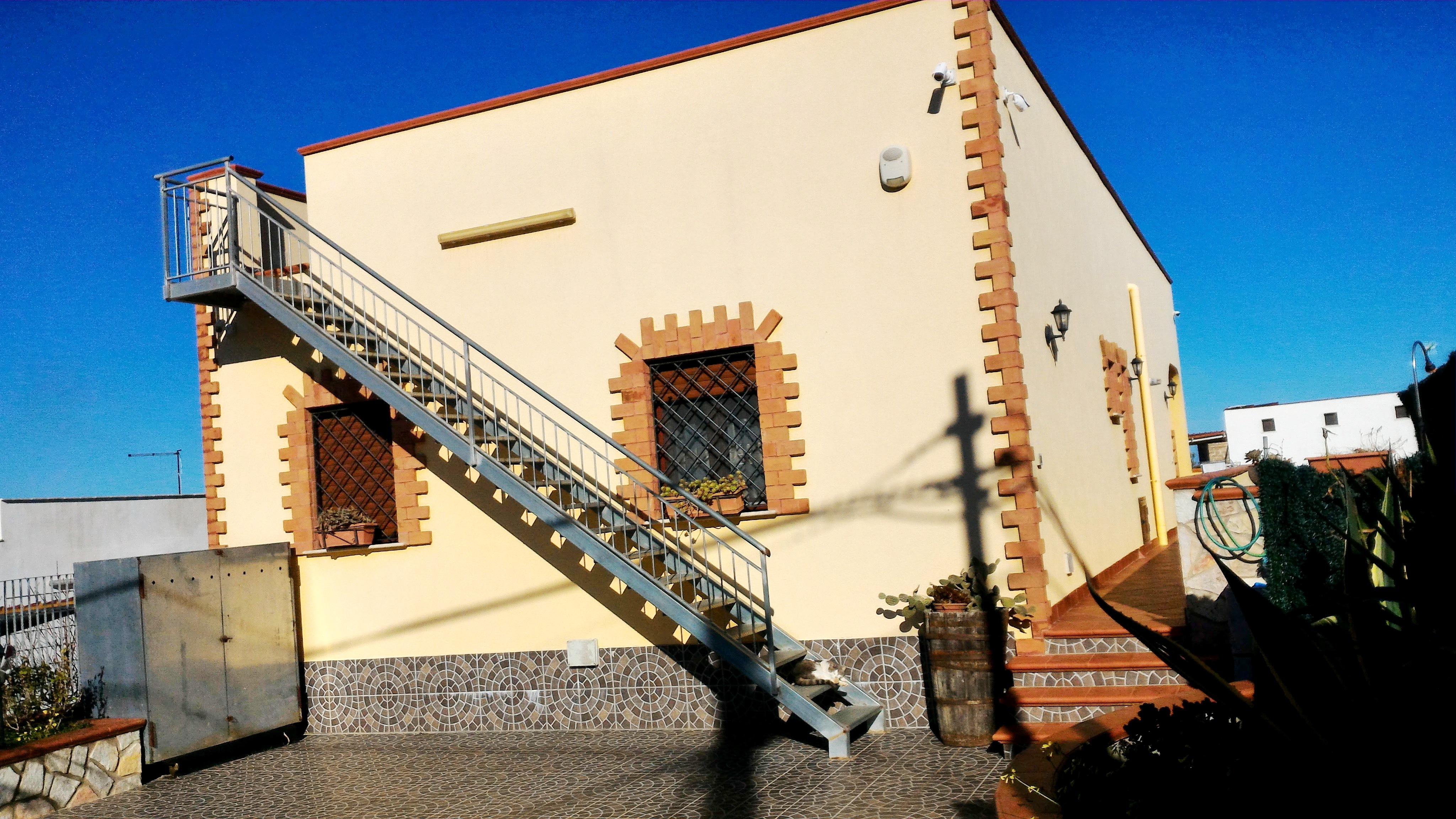 Villa Tri-Quadrifamiliare in Vendita a Alcamo