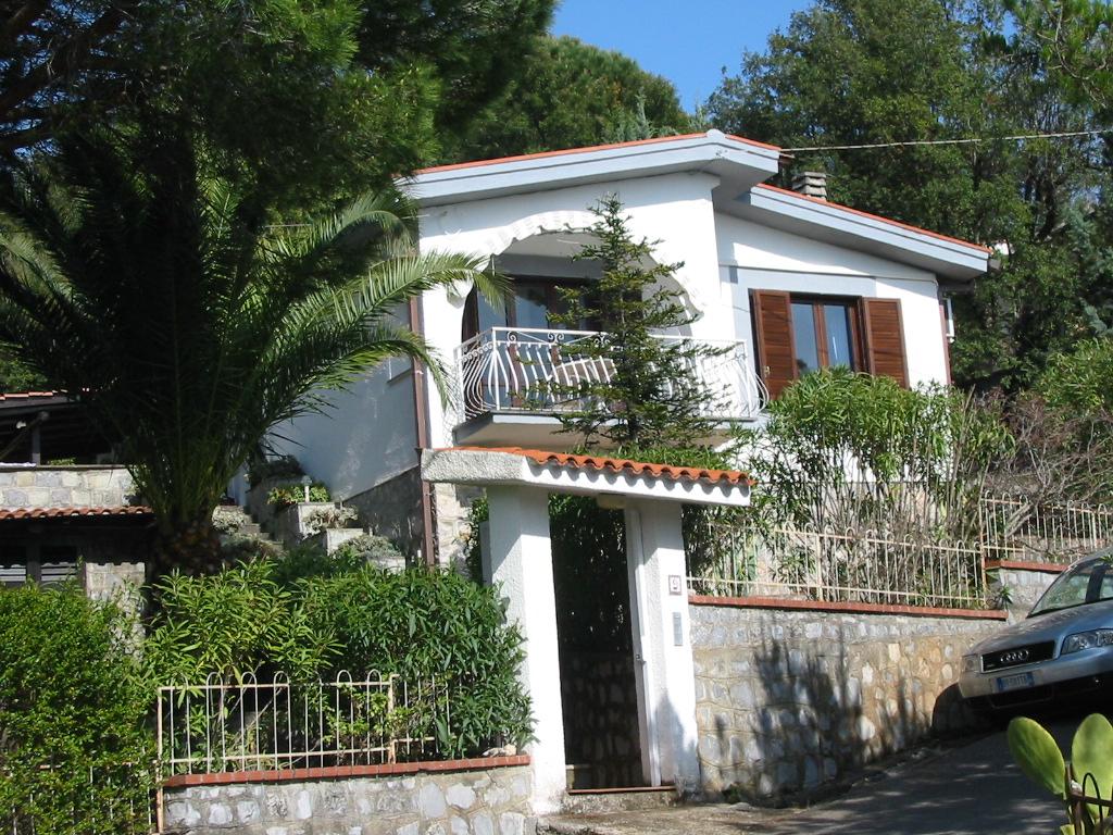 Villa Tri-Quadrifamiliare in Vendita a Vibonati