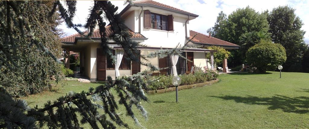 Villa Tri-Quadrifamiliare in Vendita a Carnate