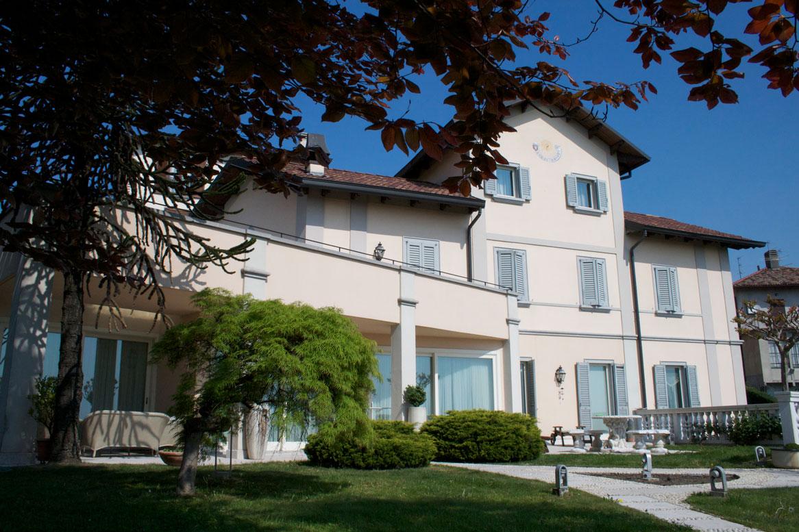 Villa Tri-Quadrifamiliare in vendita a Monticello Brianza, 6 locali, prezzo € 1.000.000 | CambioCasa.it