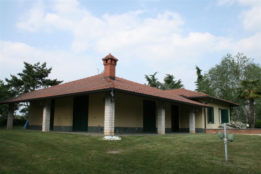 Villa Tri-Quadrifamiliare in vendita a Robbiate, 6 locali, prezzo € 650.000 | CambioCasa.it