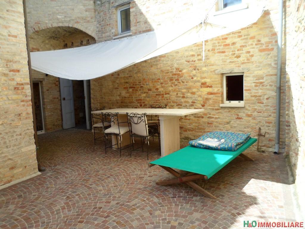 Palazzo / Stabile in vendita a Tortoreto, 9 locali, prezzo € 450.000 | Cambio Casa.it
