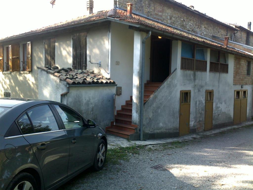 Appartamento in vendita a Terenzo, 4 locali, prezzo € 80.000 | Cambio Casa.it