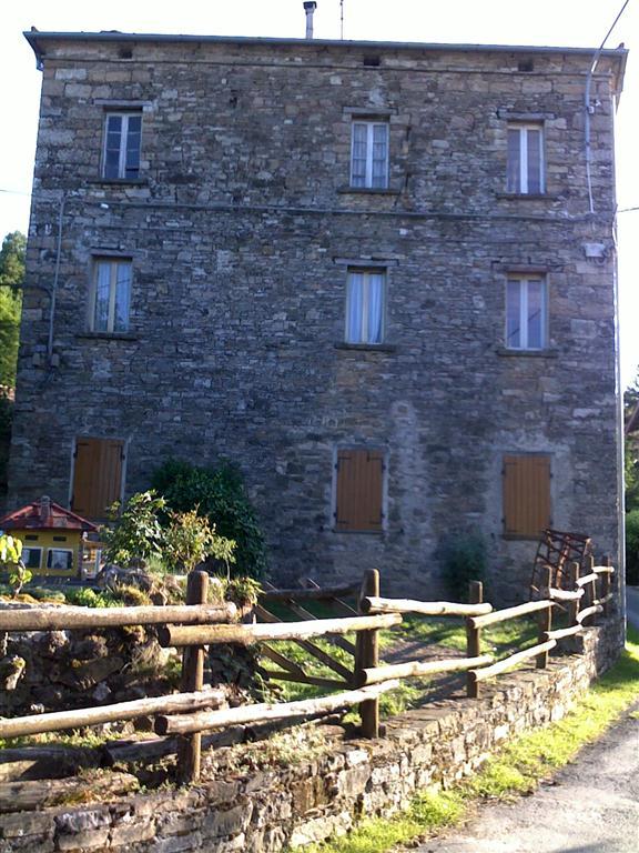 Rustico / Casale in affitto a Valmozzola, 8 locali, Trattative riservate | Cambio Casa.it