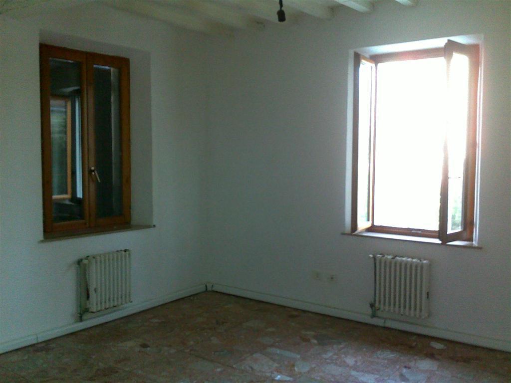 Appartamento in affitto a Fornovo di Taro, 2 locali, prezzo € 300 | Cambio Casa.it