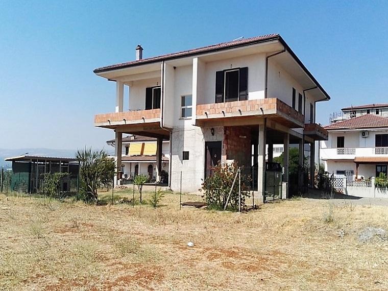 Villa Tri-Quadrifamiliare in Vendita a Cassano allo Ionio