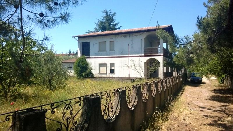 Villa Tri-Quadrifamiliare in vendita a Castrovillari, 4 locali, prezzo € 60.000 | CambioCasa.it