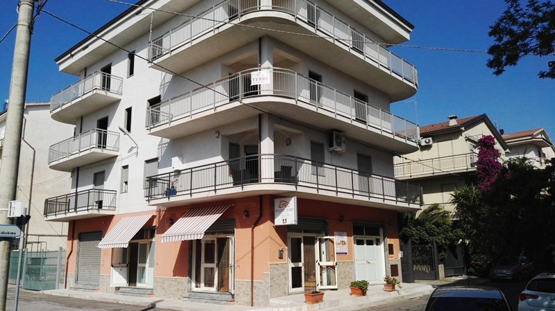Appartamento in vendita a Cassano allo Ionio, 5 locali, prezzo € 63.000 | CambioCasa.it