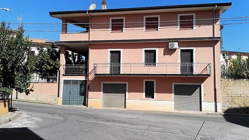Magazzino in vendita a Cassano allo Ionio, 3 locali, prezzo € 75.000 | CambioCasa.it